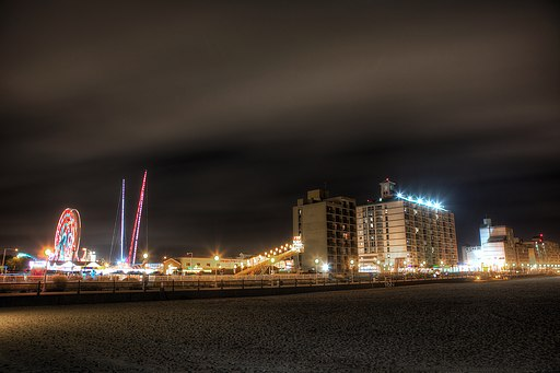 Virginia_Beach_Boardwalk_at_Night