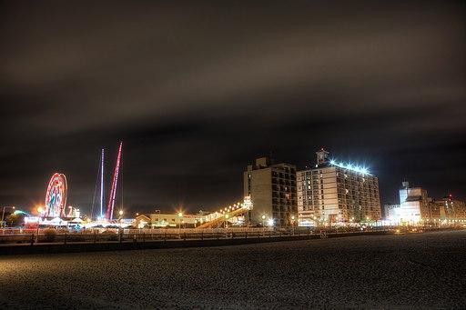 Virginia_Beach_Boardwalk_at_Night