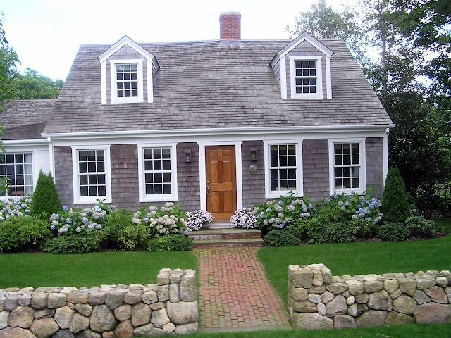 cape-cod-style-house-landscaping.jpeg