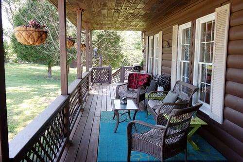 porch-1477654_1280.jpg