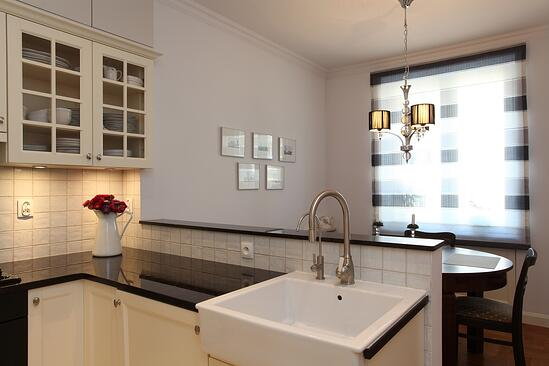Kitchen with farmhouse sink and round table.jpeg