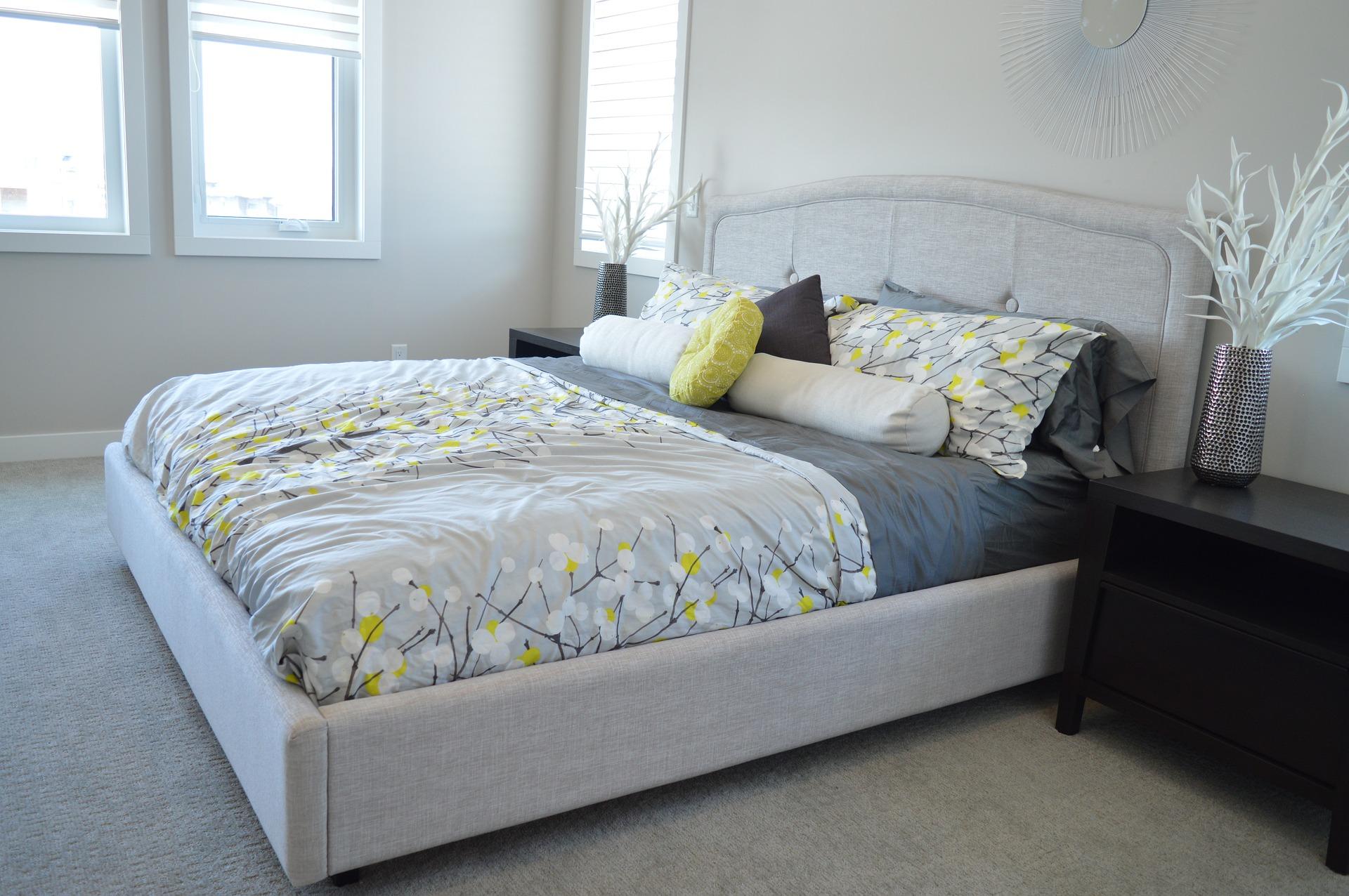 bed-1575491_1920.jpg