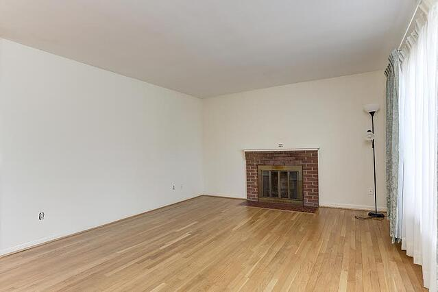 living_room_before.jpg