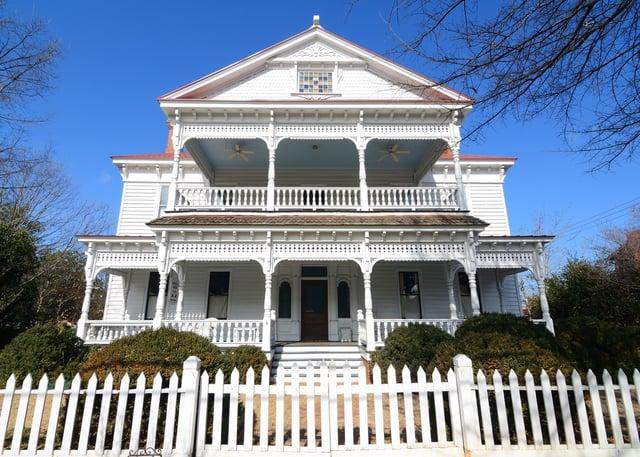 Antebellum house exterior.jpeg
