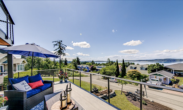 Steliacoom home with deck