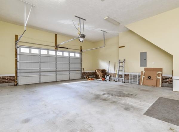 Selhurst Ct Fayetteville Garage