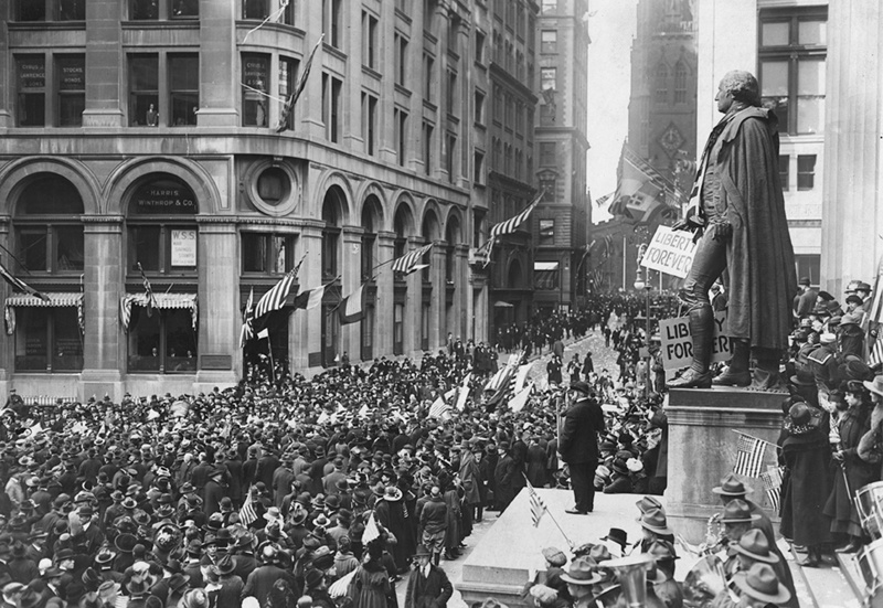 Armistice_Day,_Wall_Street.jpg