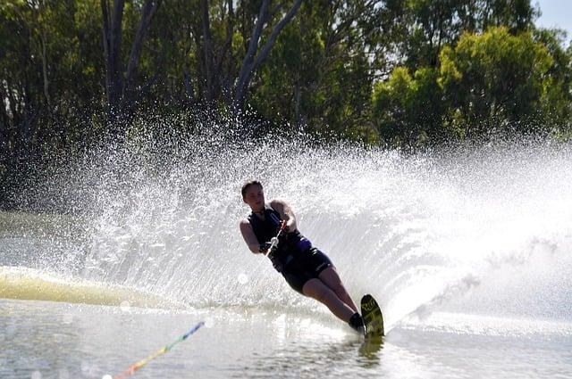 waterskiing.jpg