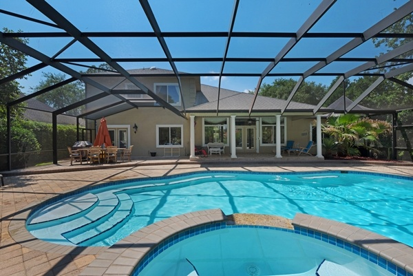 Niceville, Florida home with pool.