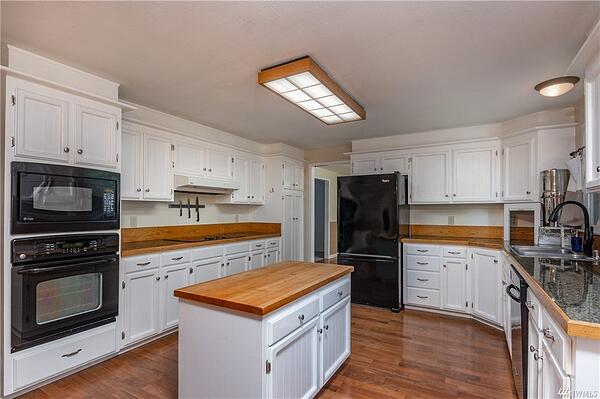 Oak Harbor Washington Colonial for Rent or Sale Kitchen