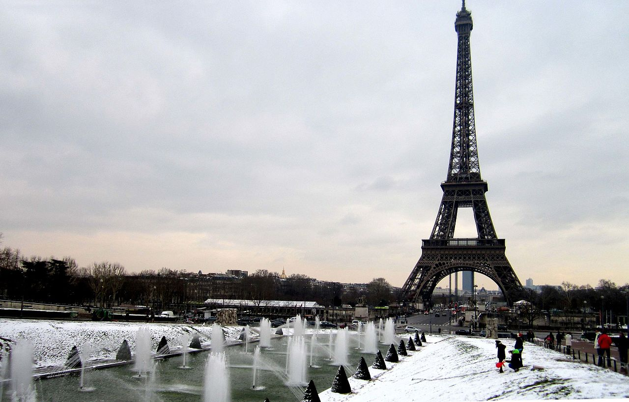 Vue_sur_la_Tour_Eiffel_,_Eiffel_Tower_in_Paris_France_8.jpg