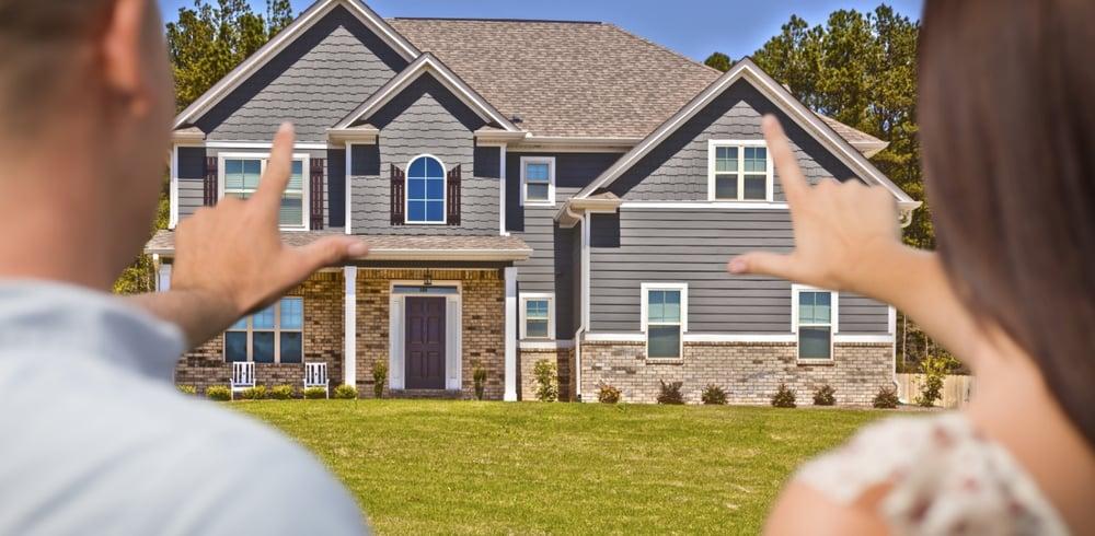 couple_buying_house