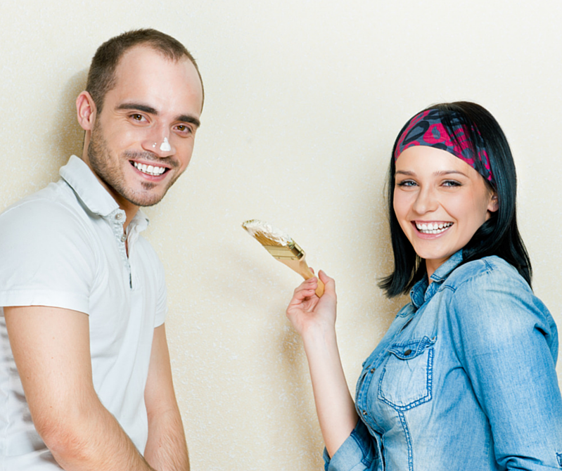 couple_painting_house