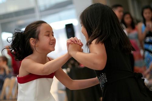girls_dancing