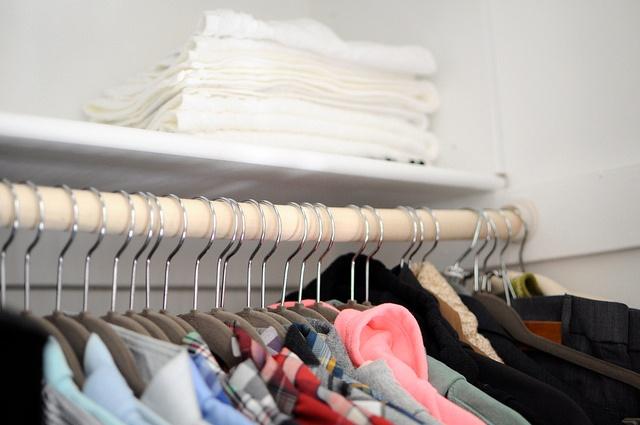 hangers_clothes_closet