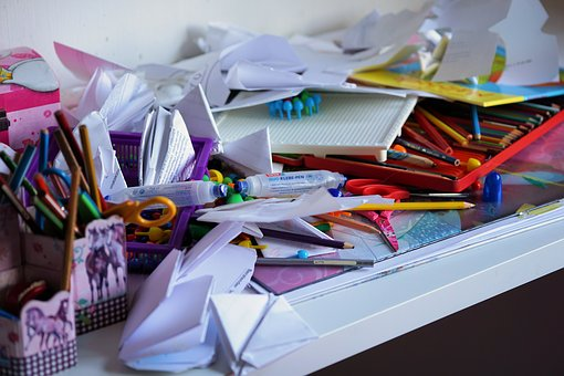 Don't include photos of clutter in your home listing.
