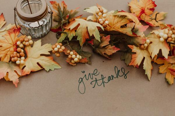 Use natural elements for your Thanksgiving tablescape.
