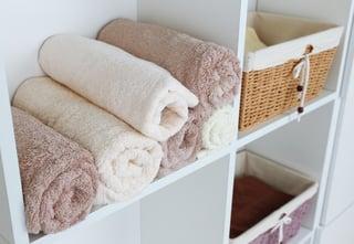 towels_shelves_bathroom.jpg