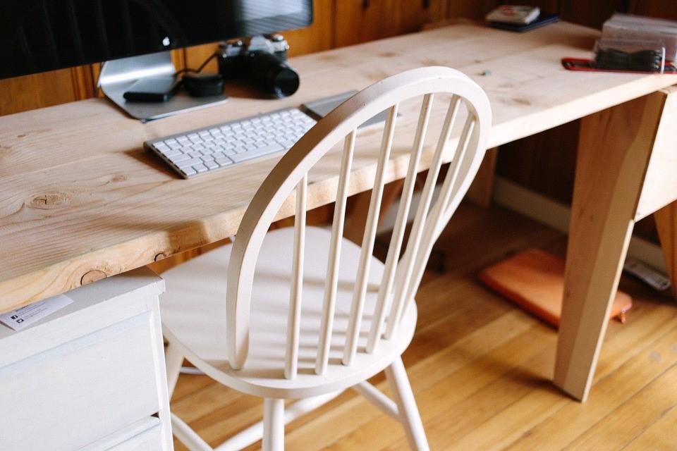 wood_desk.jpg
