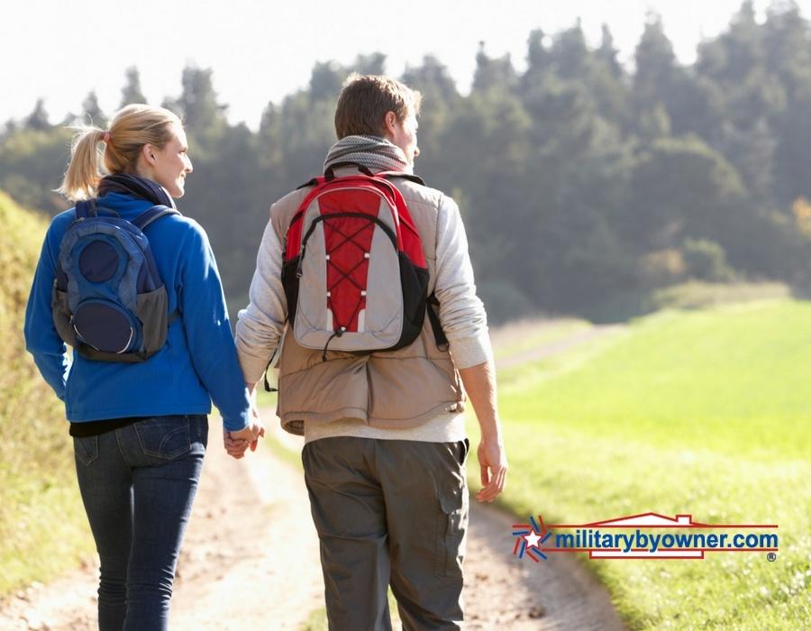 couple_hiking.jpg